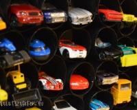 Emeletes parkoló - tároló kisautóknak