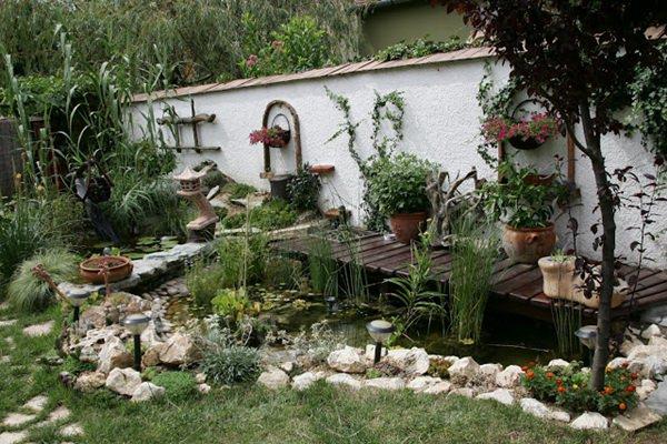 Kovács Gábor saját építésű kertje