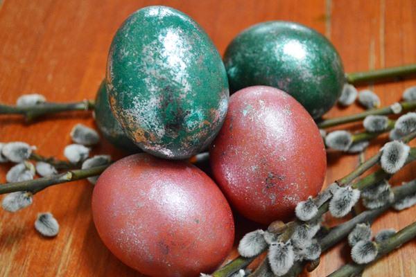 Húsvéti tükörtojás: tojásfestés glitterfóliával