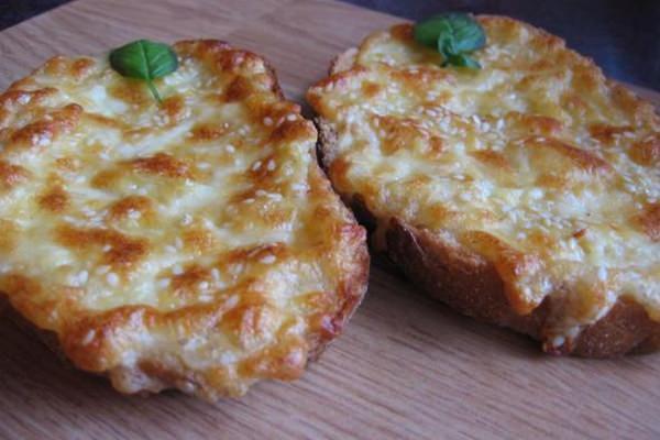 Fokhagymás sajtos melegszendvics