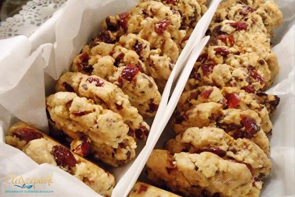 Vörösáfonyás-csokis keksz