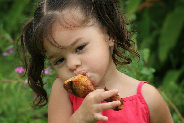 Kislány evés