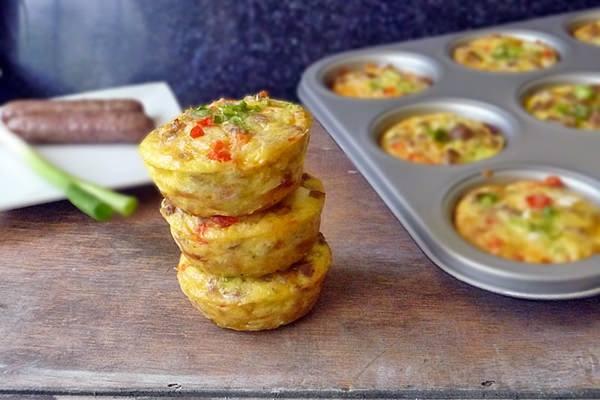 Ideális reggeli: kolbászos-tojásos muffin