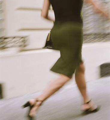 Nő fut