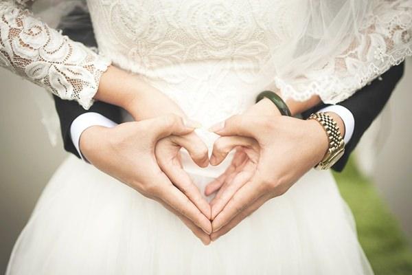 Sorsvonalak esküvő