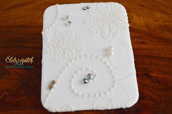 Fülbevalók, gyűrűk, medálok rendszerezéséhez: ékszertartó tábla