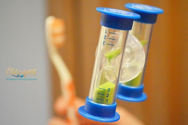 Hogyan, mikor mossunk fogat? Fogágybetegség miatt vesztik el a legtöbben a fogaikat