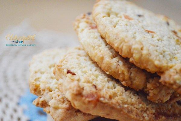 Zabpelyhes-kókuszos keksz aszalt gyümölcsökkel