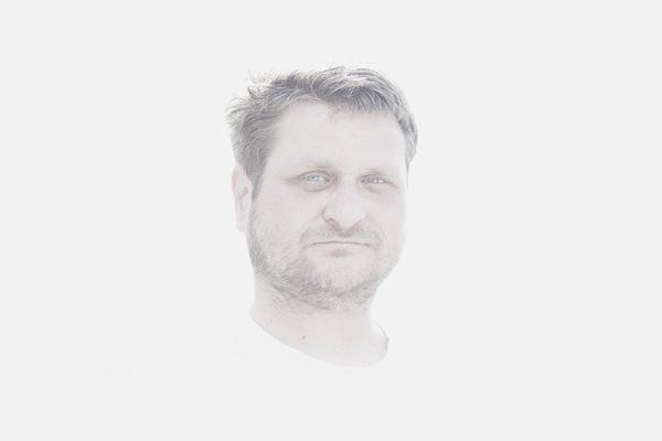 A halál mezsgyéjén és azon túl – Egy autóbaleset életre szóló tanulságai – Interjú Dobronay László filmrendezővel