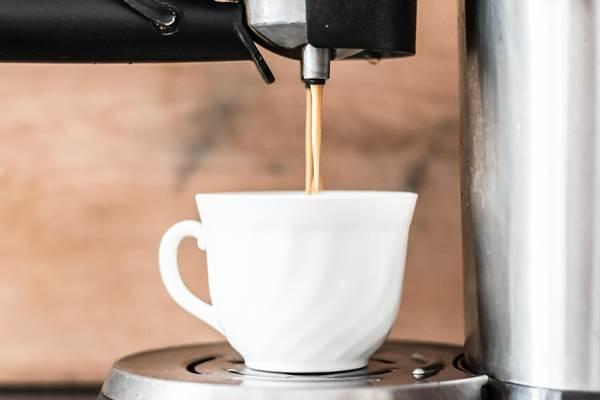 Praktika vízkő ellen: rendszeresen főzzük át ecetes vízzel a kávéfőzőt, vízforralót!
