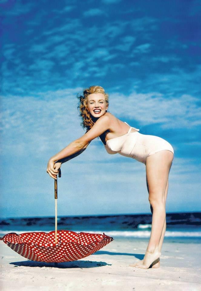 Beautiful Photographs of Marilyn Monroe by Andre de Dienes, 1949 (1)