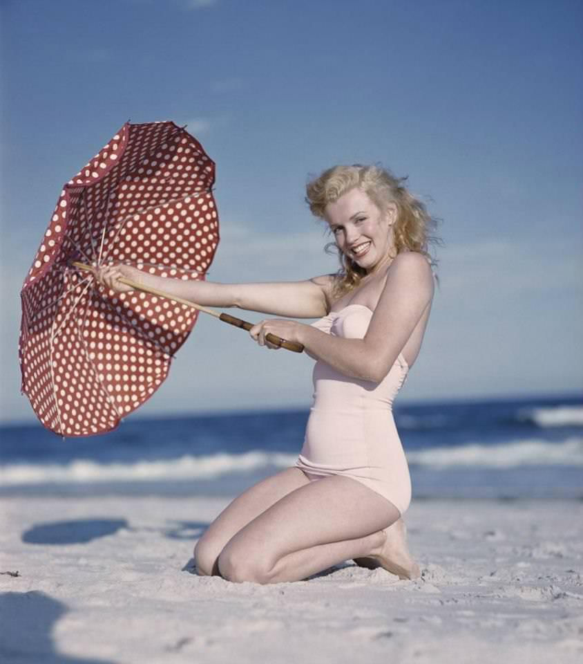 Beautiful Photographs of Marilyn Monroe by Andre de Dienes, 1949 (15)