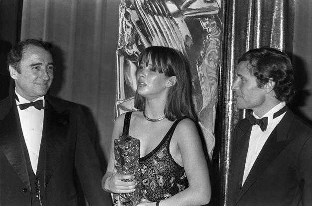 1983, Cannes. Sophie Marceau átveszi a legjobb színésznőnek járó fődíjat
