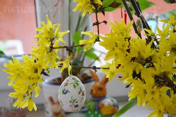 Nyílik a barka és az aranyvessző. Színes húsvétváró asztali dekoráció