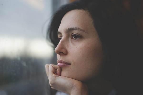 Nő ablak Sorsvonalak