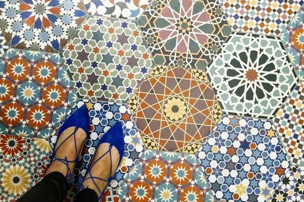 Lábunk alatt heverő művészet: lenyűgöző kerámia padlólapok a nagyvilágból