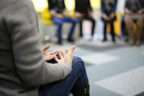 """Valaki """"szereljen meg""""! Ki segít, ha baj van? Hagyományos és alternatív terápiás módszerek"""