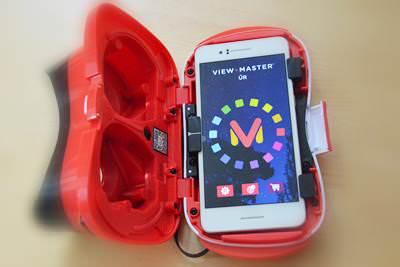 elindítod a telefonodon a (két kamerával rögzített) VR videót vagy a  megfelelő applikációt (alkalmazást) cd339d9d47
