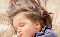 kislany_alszik_haj