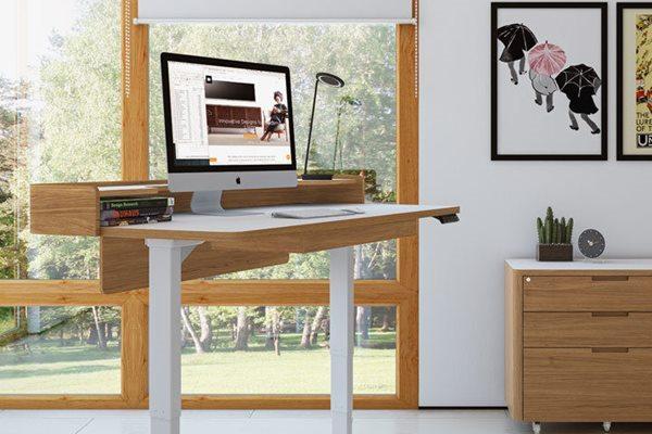 íróasztal és látomás