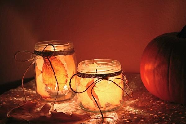 9181e3ba55 Falevelekkel dekorált őszi mécsestartó befőttes üvegből | Szépítők ...