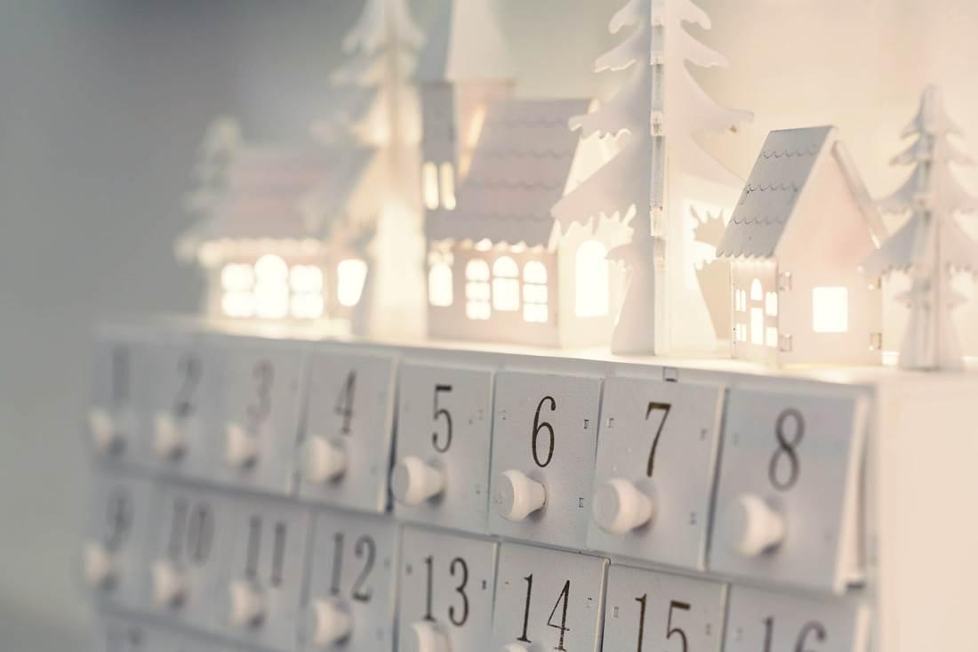 Lelassít, feltölt és összehoz: családi élménykalendárium advent 24 napjára