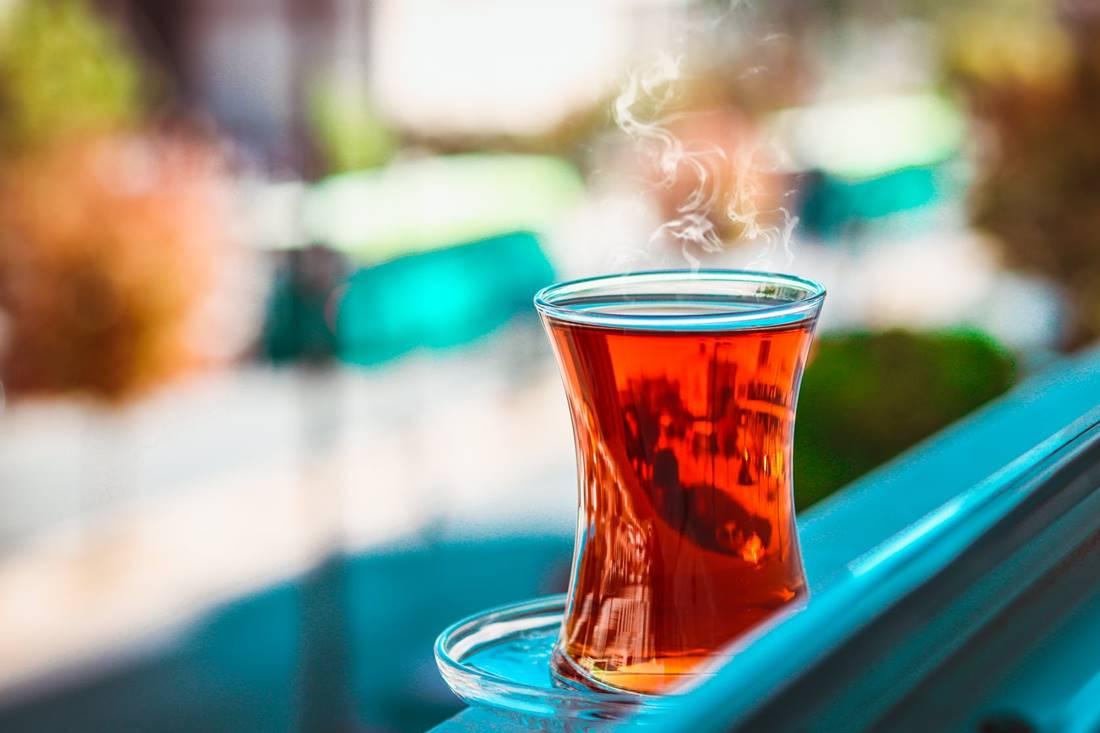 Teázási tipp a törököktől: a forró tea jobban hűt kánikulában, mint a jéghideg