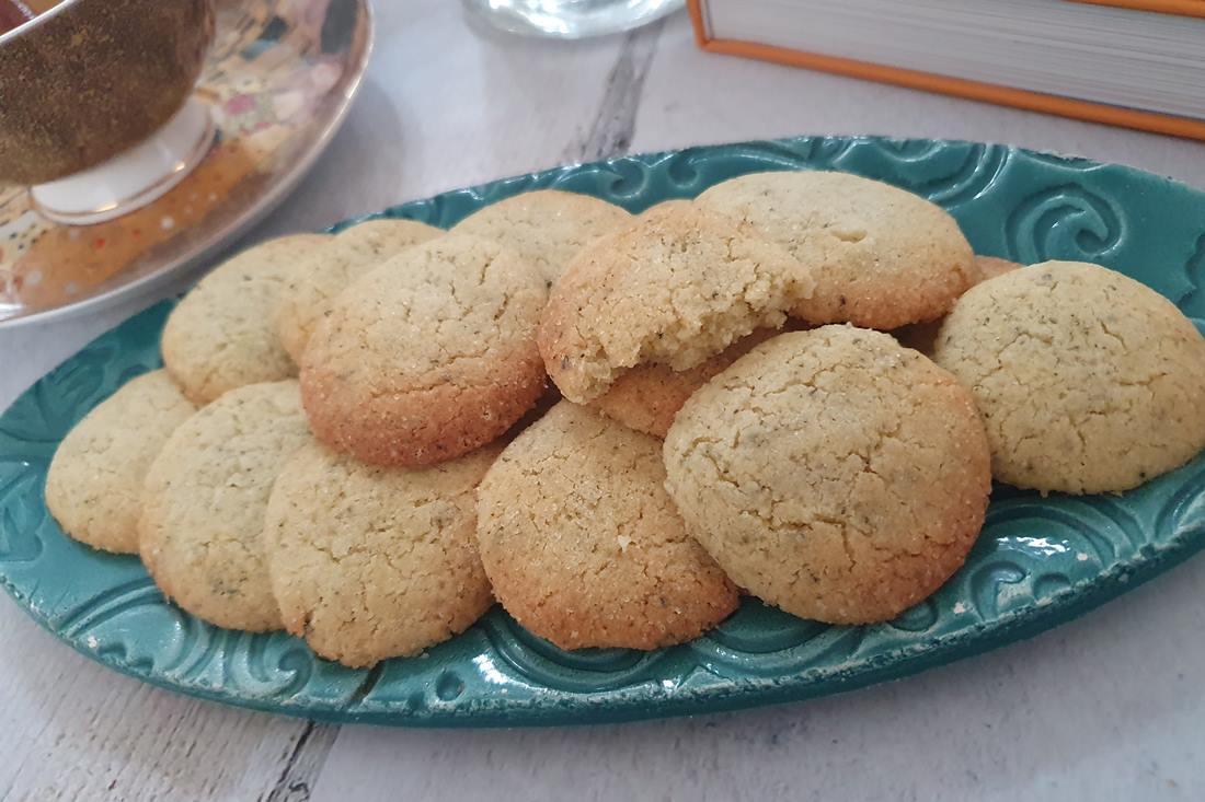 Jázminos zöldteával ízesített vajas keksz